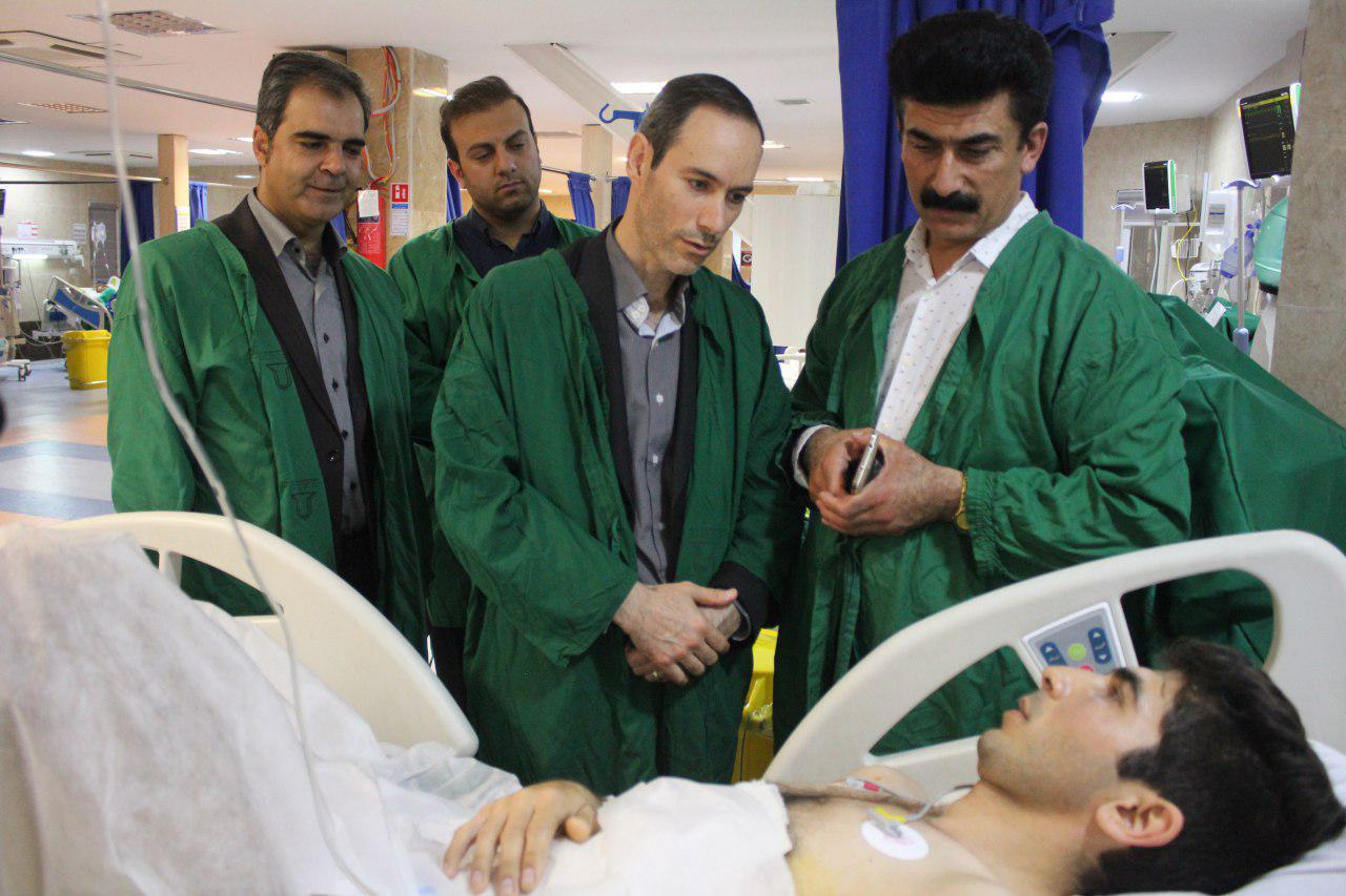 مدیرکل محیطزیست ایلام از دوستدار محیطزیست در بیمارستان عیادت کرد