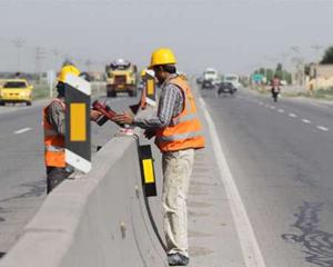 جاده های ایلام برای عبور امن مسافران نوروزی آماده سازی می شود